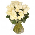 25 белых роз