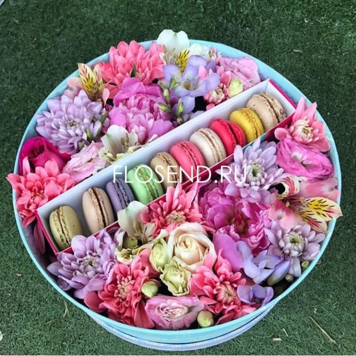 Цветы и макаронс в коробке № 184