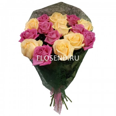 Букет из 15 кремовых и розовых роз